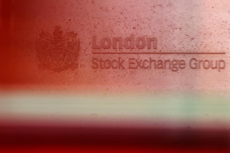 © Reuters.  U.K. stocks higher at close of trade; N.C.C United Kingdom 100 up 0.20%