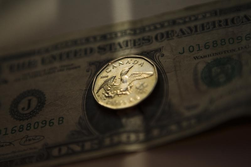 Forex - USD/CAD pares losses but remains at 3-month trough