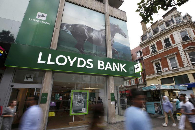 © Reuters.  Lloуds bows to pressure to review HBOS fraud compensation claims