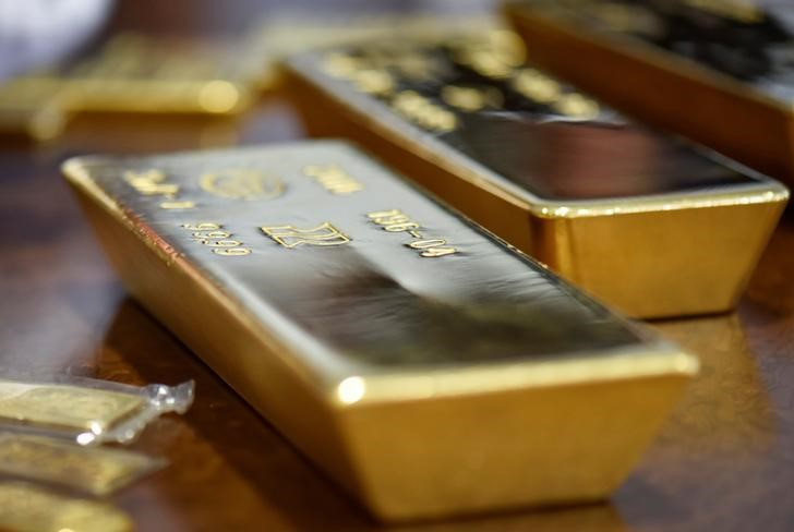 investing.com - Gold holds steady in quiet trade as U.S. holiday mutes action