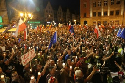 Polish court overhaul meets growing wave of criticism, protests